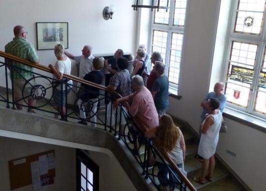 Besuchergruppe im Treppenhaus, Foto Barbara Ritter