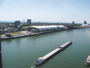 Rhein - Blick auf die Rheingalerie Ludwigshafen, Foto B. Riiter