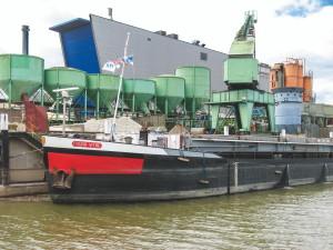 Neckarhafen, löschen von Kakao-Bohnen, Foto: B. Ritter