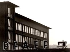 Neues Verwaltungsgebäude und Logo auf dem Haupteingang 1960er Jahre (Stadtarchiv Kaiserslautern)