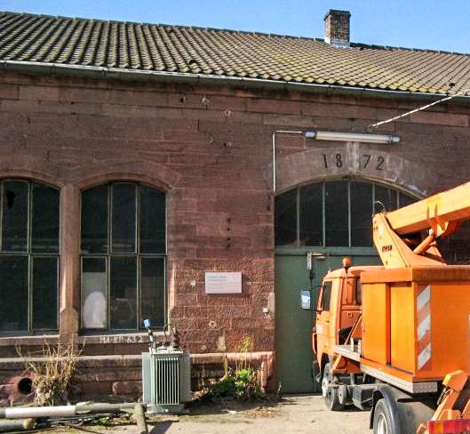 Werkstatt mit Jahreszahl 1872 im Torbogen – Foto: Ritter