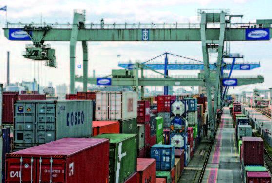 Container-Terminal – Foto © Annette Schrimpf