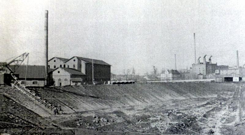 Westend-Industriegebiet um 1920: links Benkiser, rechts Malzfabrik, ganz rechts Sprit- und Presshefefabrik (Quelle Stadtarchiv LU)