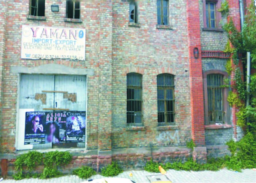 Fassade des Yaman-Gebäudes um 2010 (google-streetview)
