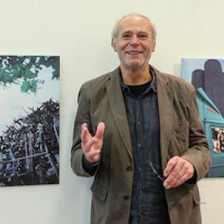 """Gerhard Vormwald beim Besuch der Ausstellung """"Industriehafen im Focus"""""""